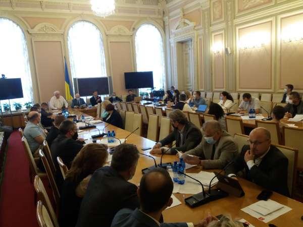 Апарат Верховної Ради України спільно з Фондом Східна Європа презентували дослідження законодавчої роботи за період п'ятої сесії Верховної Ради дев'ятого скликання